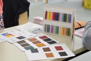 革の色見本や糸見本